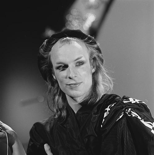 Brian Eno in AVRO's TopPop (Dutch television show) • 19 April 1974 • Licentie afbeeldingen Beeld en Geluidwiki